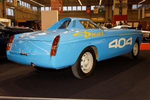 1280px-Rétromobile_2011_-_Peugeot_404_diesel_des_records_-_1965_-_003