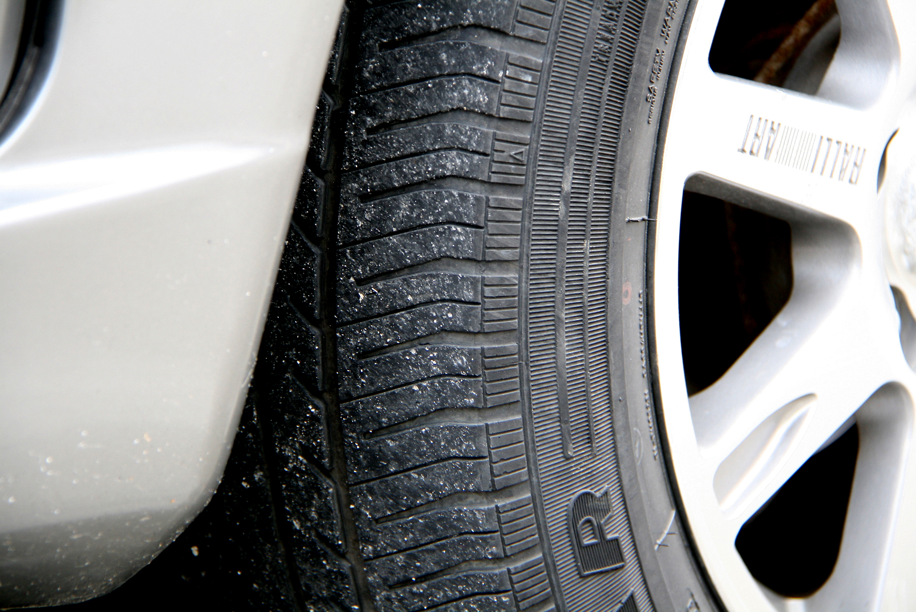 Know-when-Car-Tires-Need-Replacing-Step-7